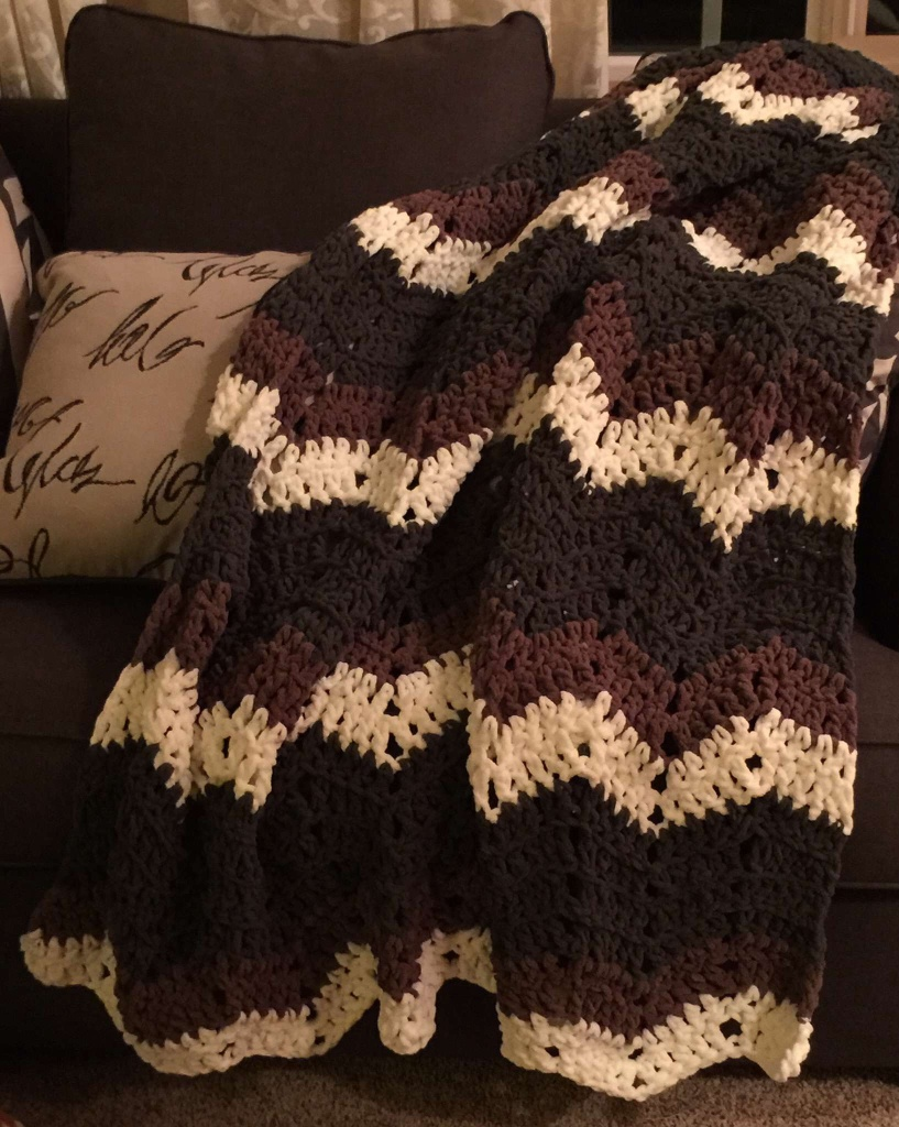 Crochet Afghan Patterns With Super Bulky Yarn : Chunky and Bulky Chevron Afghan Pattern Blue Frog Creek